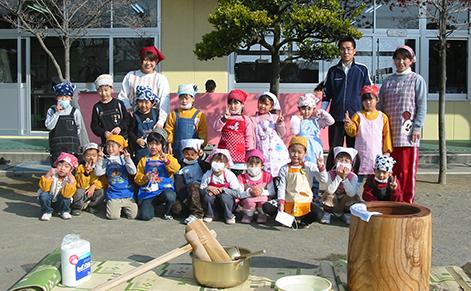 お餅つき/お持ちパーティー/お正月遊び/絵画展/園児新年会